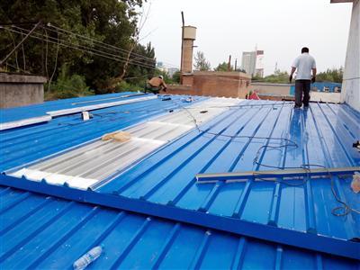 钢结构彩钢板房顶安装
